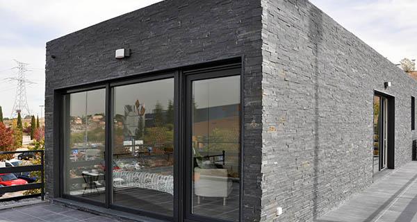 Casas cube inaugura una nueva sede en el c c xanad - Casas prefabricadas a coruna ...