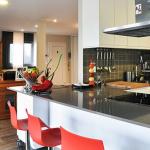 Cocina y salón de casa modular de 150 m2