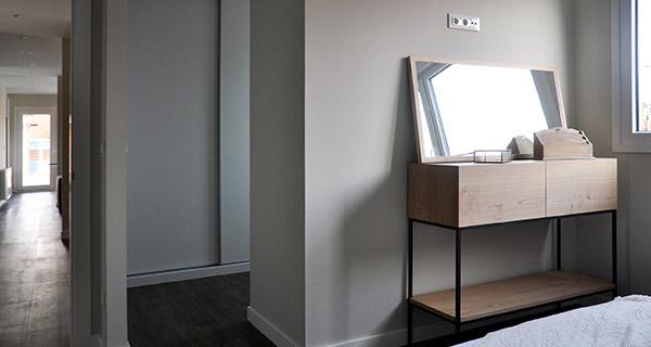 Pasillo y vestidor del dormitorio