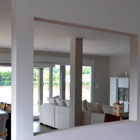 Interior de una casa prefabricada Cube de 150 m2